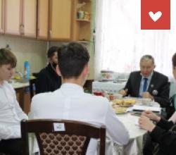 Обучение поварскому делу воспитанниками харабалинского центра «Вера»